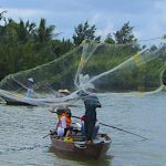 cast fishing net in Hoi An tour vietnam in 10 days