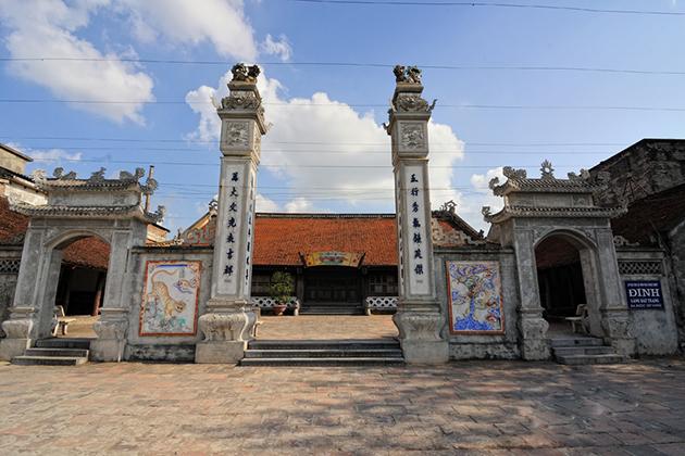 bat trang ceramic village communal house
