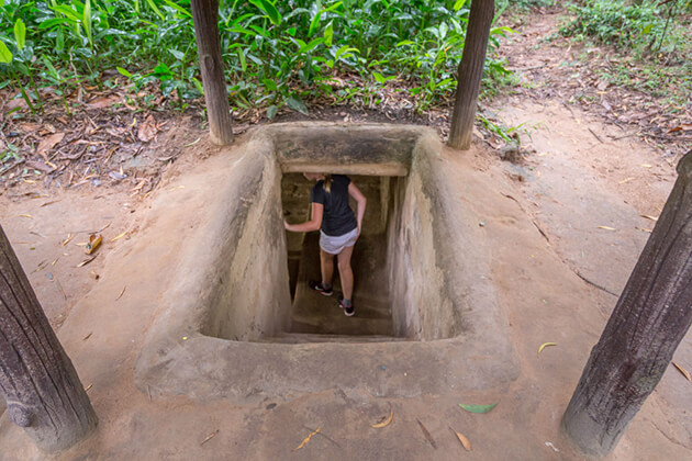 cu chi tunnels exploration