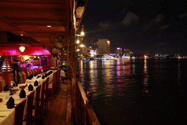 dinner on saigon river cruise