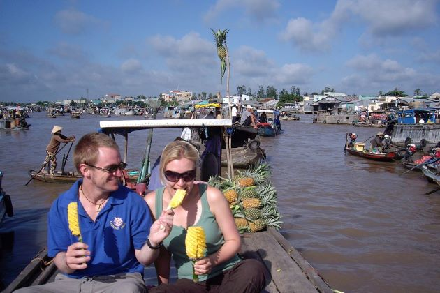 enjoy pineapple at cai be floating market
