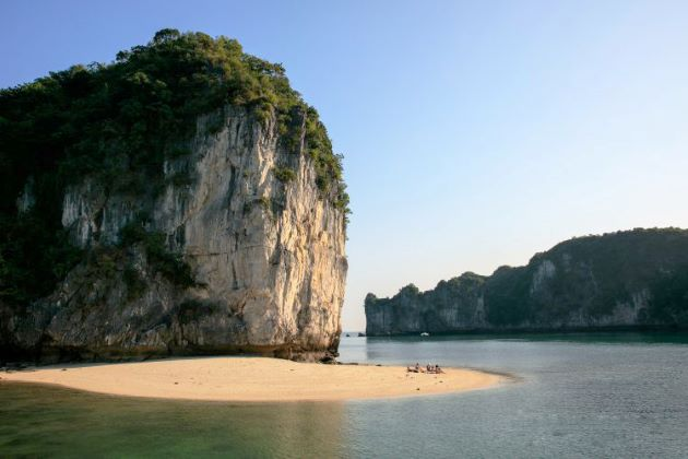 explore lan ha bay at halong bay