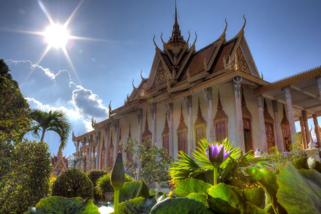 family should visit royal palace in phnom penh in cambodia family tours