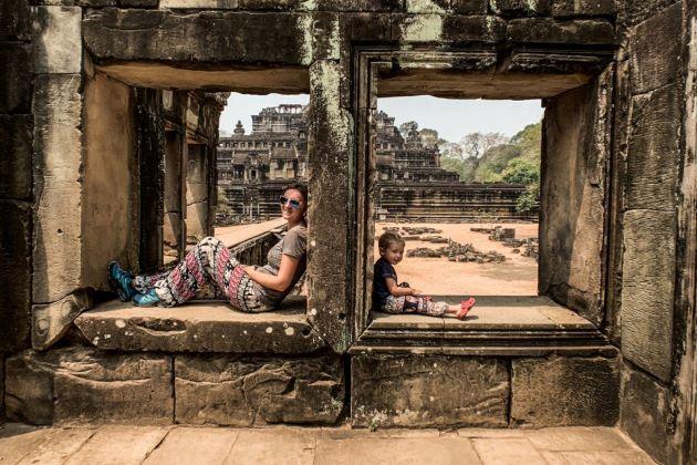 family visit angkor wat in siem reap