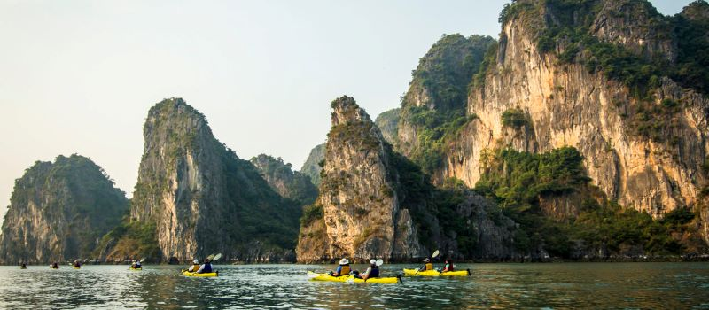 halong bay kayaking during the 5 day vacation from hanoi