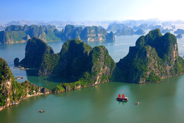 halong bay the unesco new world natural heritage site