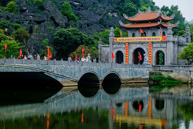 hoa lu ancient town ninh binh tours