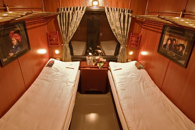 inside a cabin of hanoi sapa night train