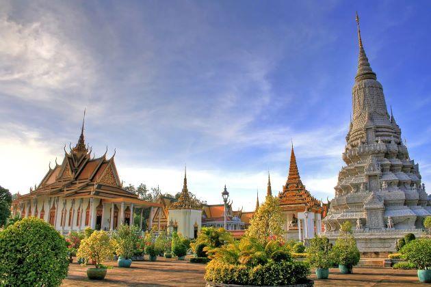 silver pagoda and royal palace in phnom penh