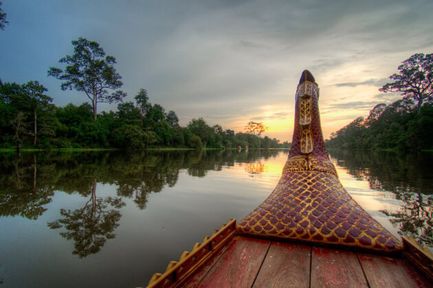 sunset cruise in angkor thom