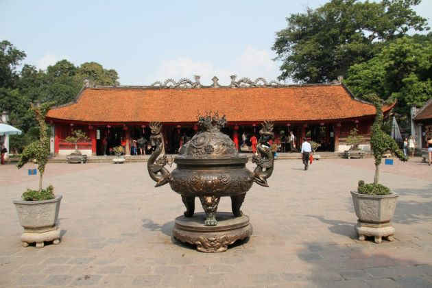temple of literature is the first Vietnamese national university