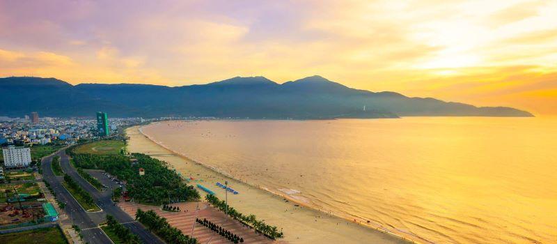 the beach of da nang city