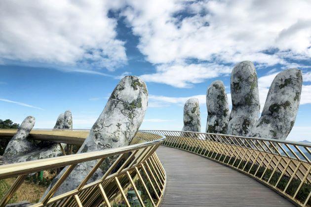 the golden bridge in ba na hill danang