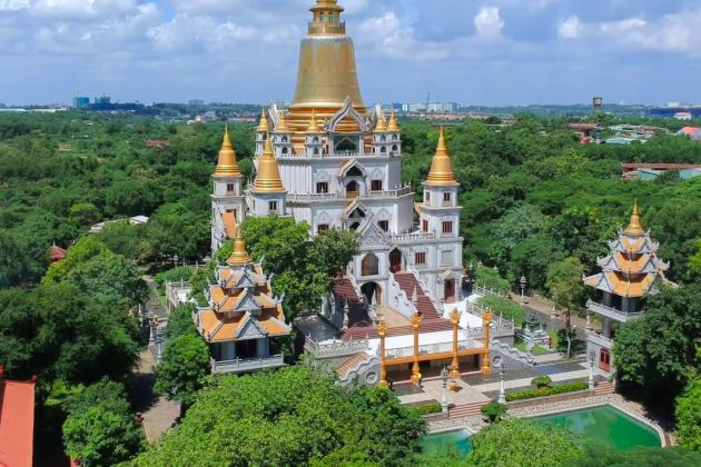 the magnificent buu long pagoda
