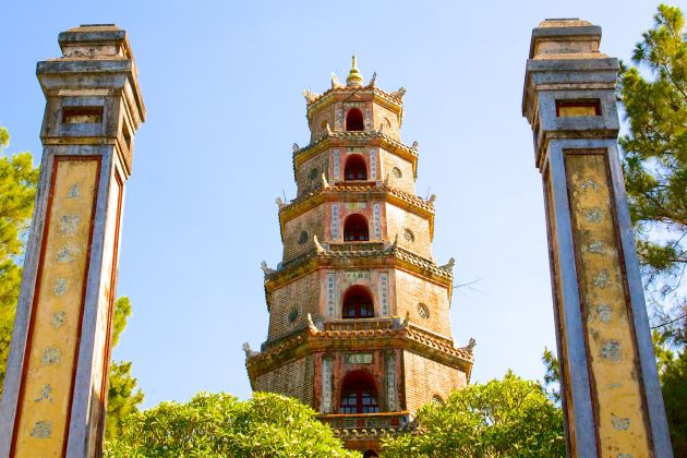 the tower of thien mu pagoda