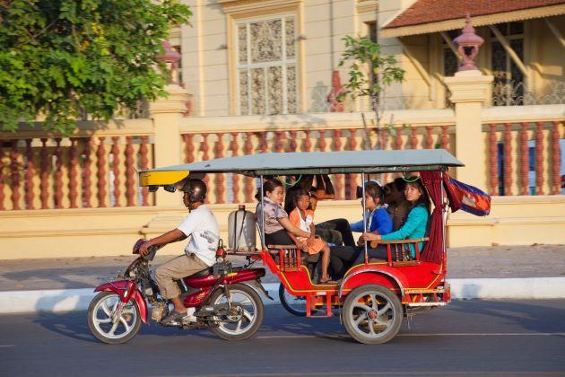 tuk tuk trip in phnom penh