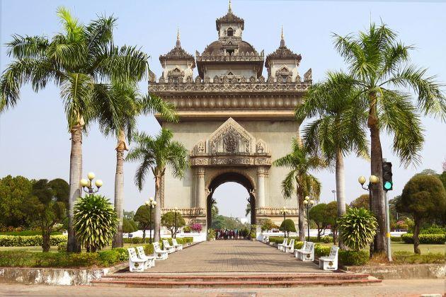 vientiane patuxay monument