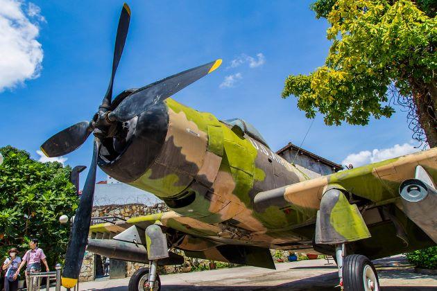 war plane at saigon war remnant museum