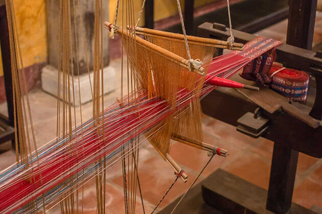 weaving loom at hoi an museum