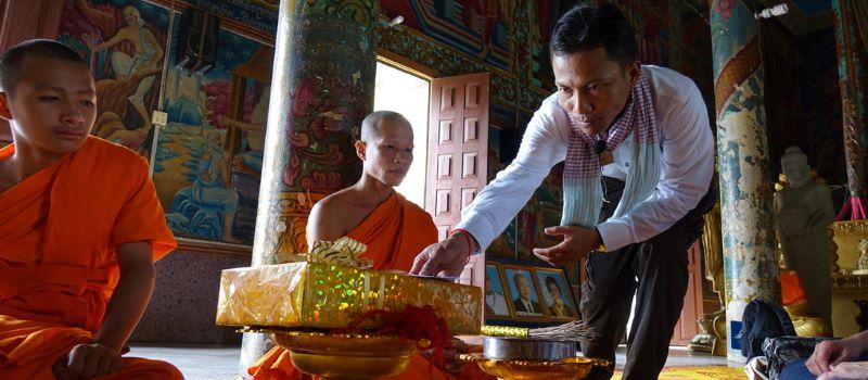 worshipping in cambodia