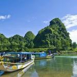 Take a pleasant boat trip along Chay river to explore Phong Nha cave