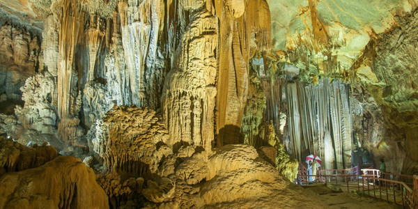 Take a short ride of kayak and get off to see the mesmerizing Tien Son cave