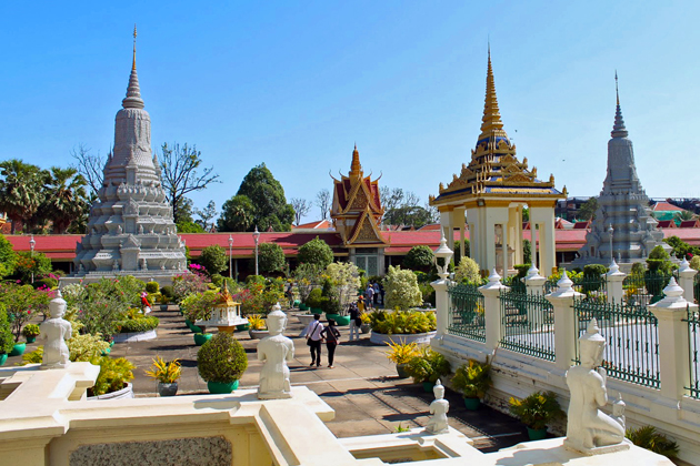 Visit the complex of Royal Palace and Silver Pagoda