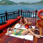 sunbath on emperor junk cruise