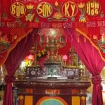 Buu Son Ky Huong Altar of Thoi Son Temple