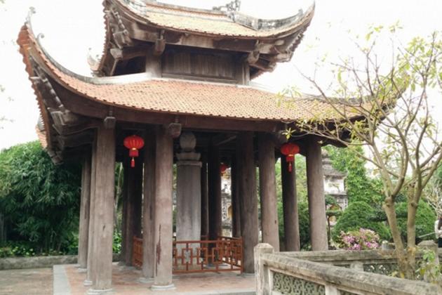 Columns in Vietnamese pagoda architecture