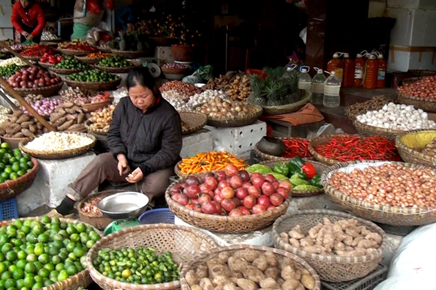 Fruit and vegetable vendors in the Old Quarter of Hanoi