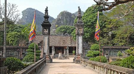 Temple_Dinh_Tien_Hoang_(Hoa_Lu)(1)