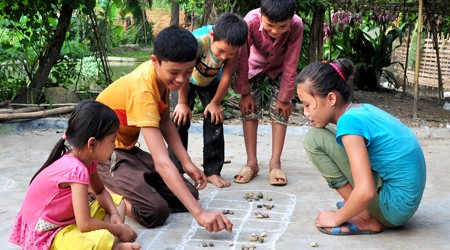 The Games of Squares in Vietna,