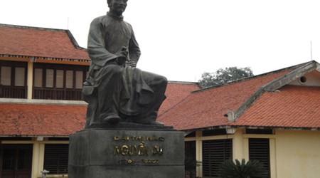 The statue of Nguyen Du