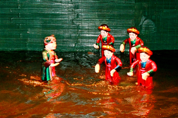 Thi Mau returns her baby - traditional vietnamese water puppetry