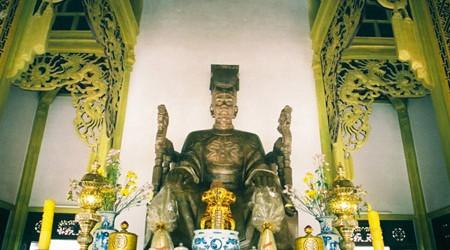 Tran Nhan Tong Statue