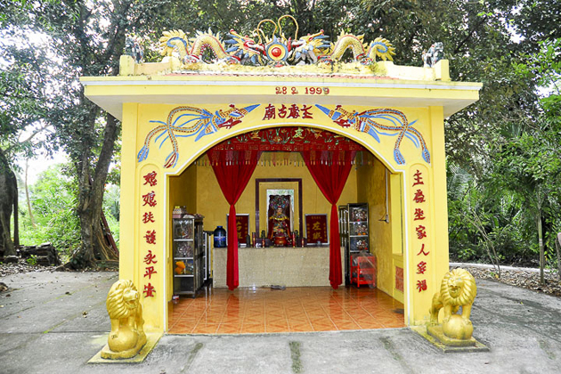Vietnamese Shrine