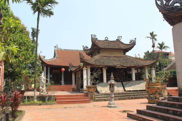 Visit Dong Ngac Cultural Village