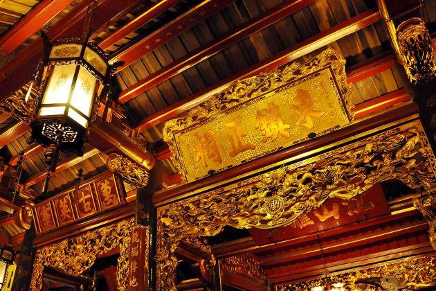 bach ma temple in hanoi