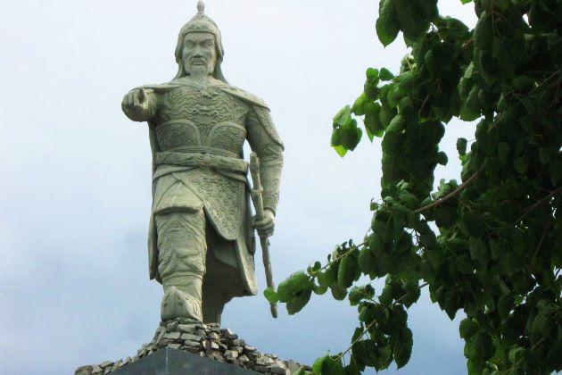 general tran hung dao statue