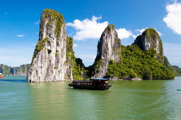 halong bay vietnam adventure tour