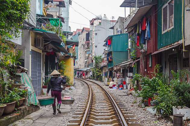 hanoi train street north vietnam itinerary 9 days