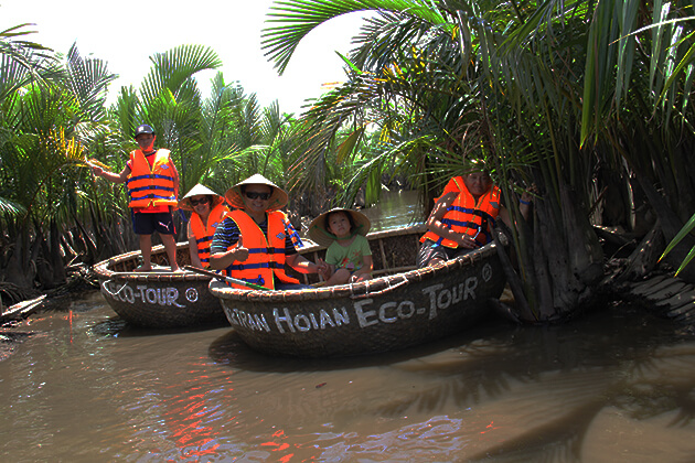 hoi an eco tour on basket boat