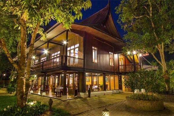 Chanthavinh 4 Star Resort And Spa Luang Prabang. JunYue Hotel. Hotel Centrale. Chalet Eiger. Conrad Pezula. Rockwell Hotel. Hotel Kakusuien. Best Western Blackbutt Inn. Hotel Der Krallerhof