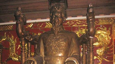 Statue of Tran Thai Tong