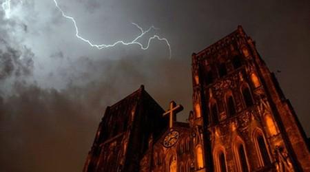 Thunder and lighting in Hanoi