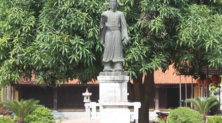 To Hien Thanh Statue