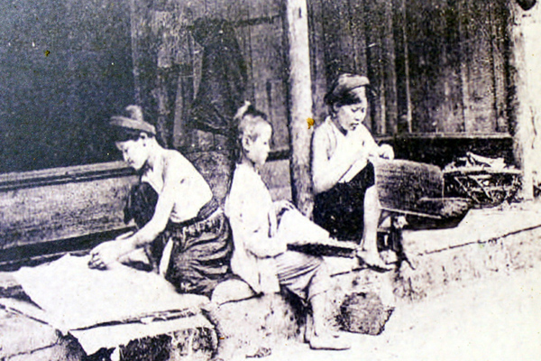 Vietnamese women in the past were constrained with three obedience (tam tòng)