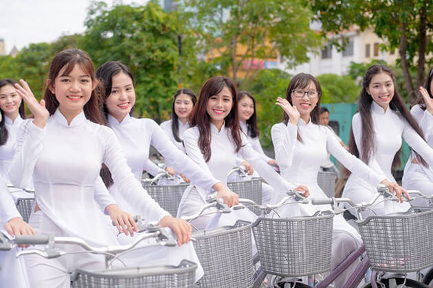 vietnamese students in ao dai uniform