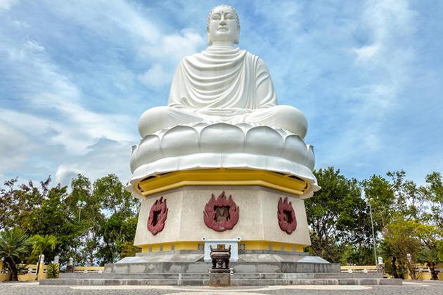 long son pagoda nha trang city tour